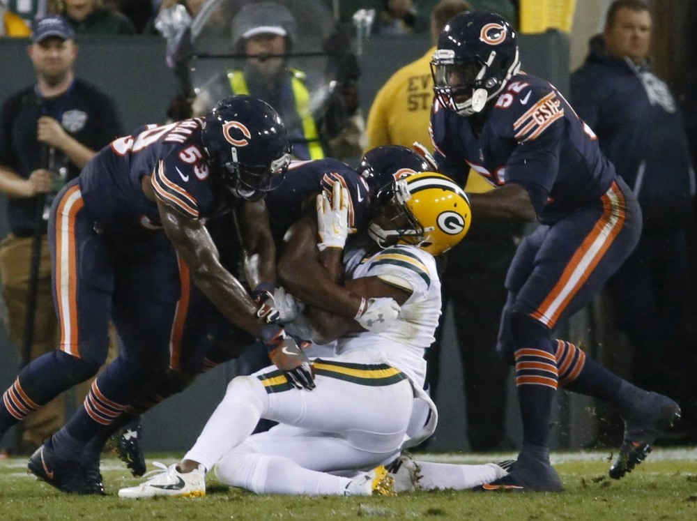 ct-danny-trevathan-davante-adams-bears-packers-20170928