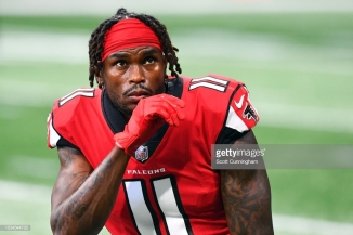 ATLANTA, GA - SEPTEMBER 16: Julio Jones #11 of the Atlanta Falcons warms up prior to the game against the Carolina Panthers at Mercedes-Benz Stadium on September 16, 2018 in Atlanta, Georgia. (Photo by Scott Cunningham/Getty Images)