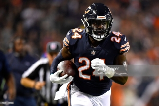 CHICAGO, IL - SEPTEMBER 17: Jordan Howard #24 of the Chicago Bears carries the football in the first half against the Seattle Seahawks at Soldier Field on September 17, 2018 in Chicago, Illinois. (Photo by Quinn Harris/Getty Images)