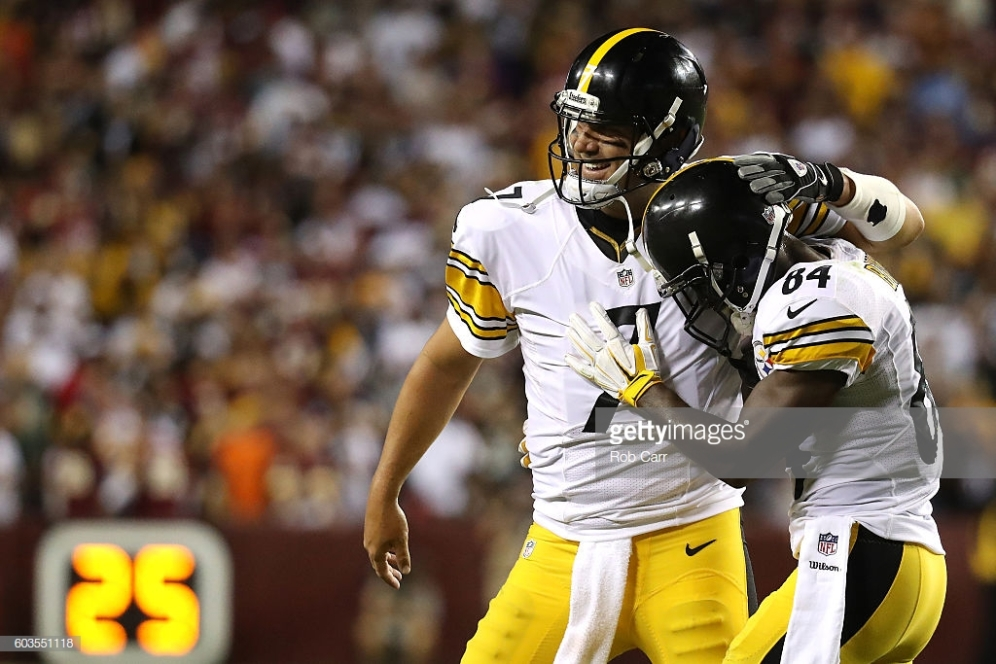 LANDOVER, MD - SEPTEMBER 12: Quarterback Ben Roethlisberger #7 of the Pittsburgh Steelers celebrates with teammate wide receiver Antonio Brown #84 after a fourth quarter touchdown against the Washington Redskins at FedExField on September 12, 2016 in Landover, Maryland. (Photo by Rob Carr/Getty Images)