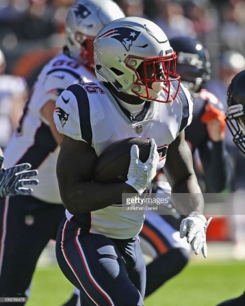 CHICAGO, IL - OCTOBER 21: Sony Michel #26 of the New England Patriots runs against the Chicago Bears at Soldier Field on October 21, 2018 in Chicago, Illinois. The Patriots defeated the Bears 38-31. (Photo by Jonathan Daniel/Getty Images)
