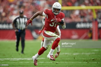 GLENDALE, AZ - OCTOBER 28: Arizona Cardinals running back David Johnson (31) runs with the football in game action during an NFL game between the Arizona Cardinals and the San Francisco 49ers on October 28, 2018 at State Farm Stadium in Glendale, Arizona. (Photo by Robin Alam/Icon Sportswire via Getty Images)