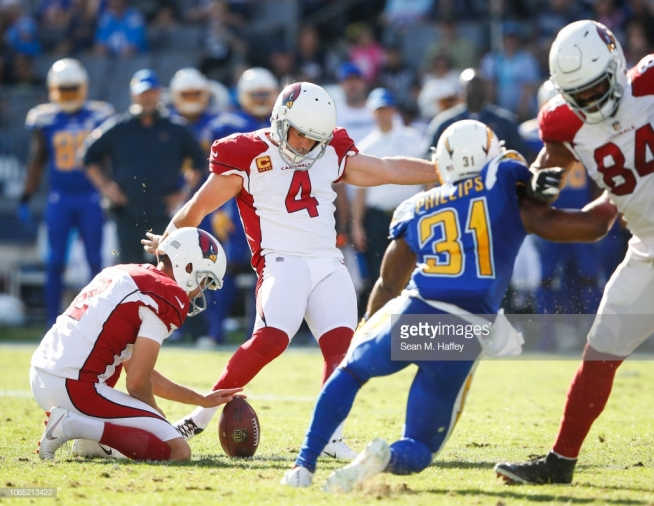 CARSON, CA - NOVEMBER 25: Kicker Phil Dawson #4 of the Arizona Cardinals makes a field goal in the first quarter against the Los Angeles Chargers at StubHub Center on November 25, 2018 in Carson, California. (Photo by Sean M. Haffey/Getty Images)