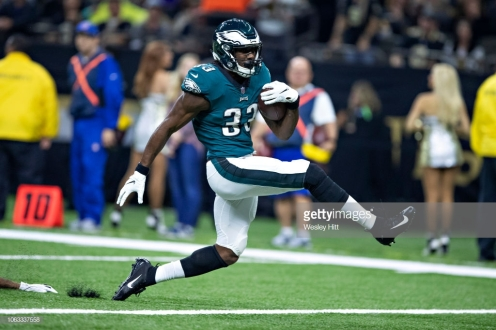 NEW ORLEANS, LA - NOVEMBER 18: Josh Adams #33 of the Philadelphia Eagles runs the ball in for a touchdown in the first half of a game against the New Orleans Saints at Mercedes-Benz Superdome on November 18, 2018 in New Orleans, Louisiana. (Photo by Wesley Hitt/Getty Images)
