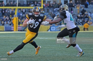 PITTSBURGH, PA - JANUARY 14: Vance McDonald #89 of the Pittsburgh Steelers stiff arms Barry Church #42 of the Jacksonville Jaguars after a reception in the third quarter during the AFC Divisional Playoff game at Heinz Field on January 14, 2018 in Pittsburgh, Pennsylvania. (Photo by Brett Carlsen/Getty Images)