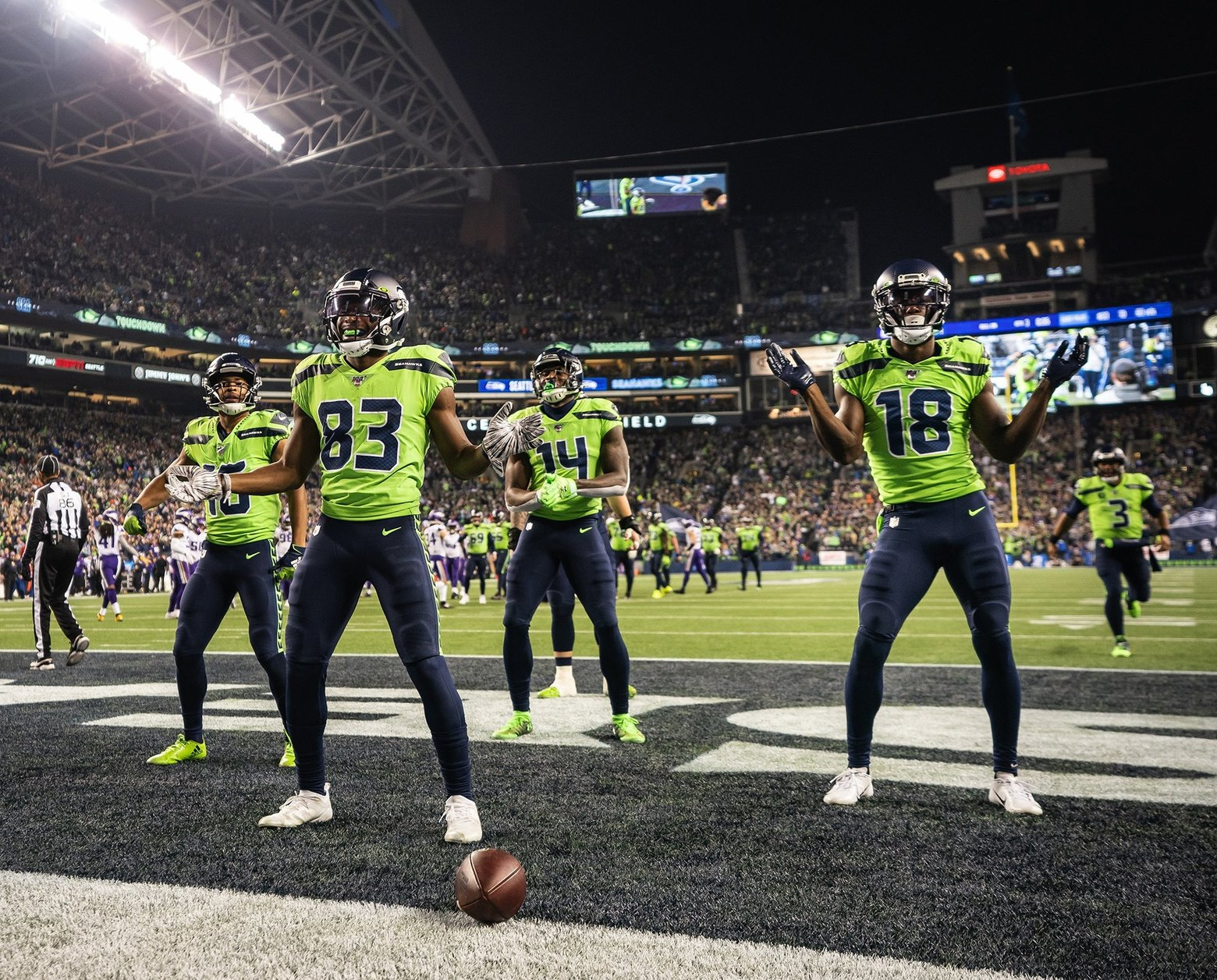 Seahawks' New Edition touchdown dance, and Russell Wilson as Baby ...